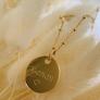 Sautoir médaille chaîne perlée